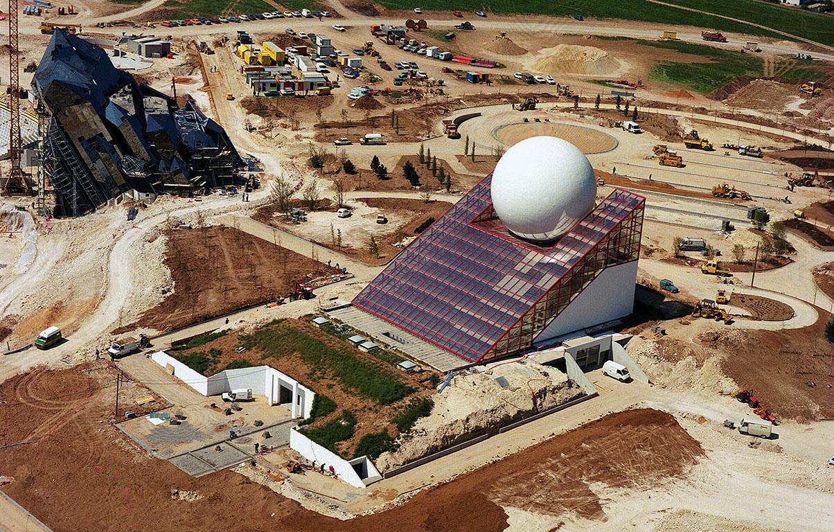 La construction du Futuroscope en images 223_683_boule