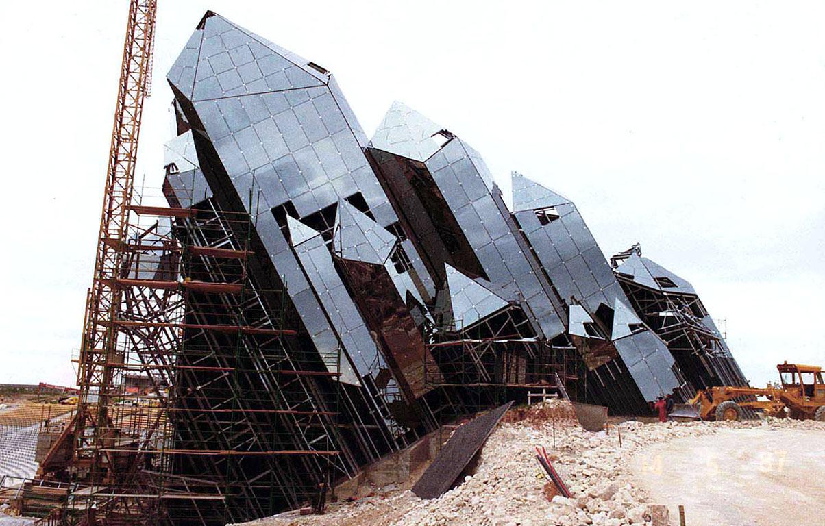 La construction du Futuroscope en images 225_692_construction