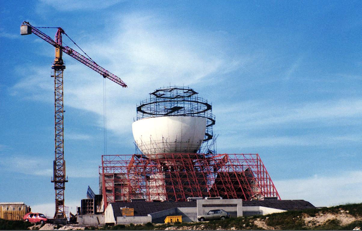 La construction du Futuroscope en images 224_687_boule2