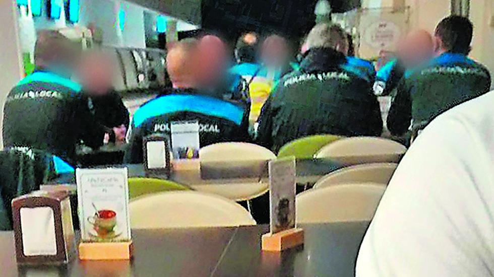 Lugo: 13 policías locales en una cafetería cuando debían estar patrullando. Policia_h