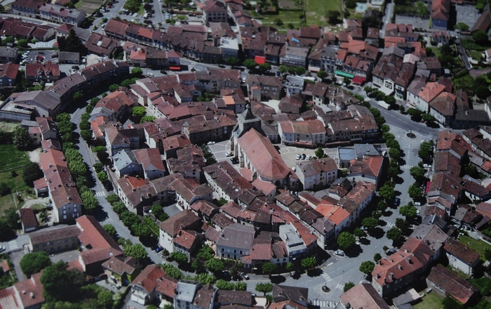 Villes et villages de charme du Cantal Cant_03