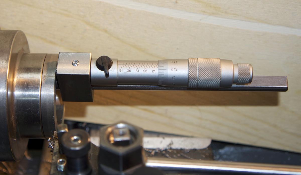 Outil pour mesurer l'épaisseur dans un trou… _dsc2517