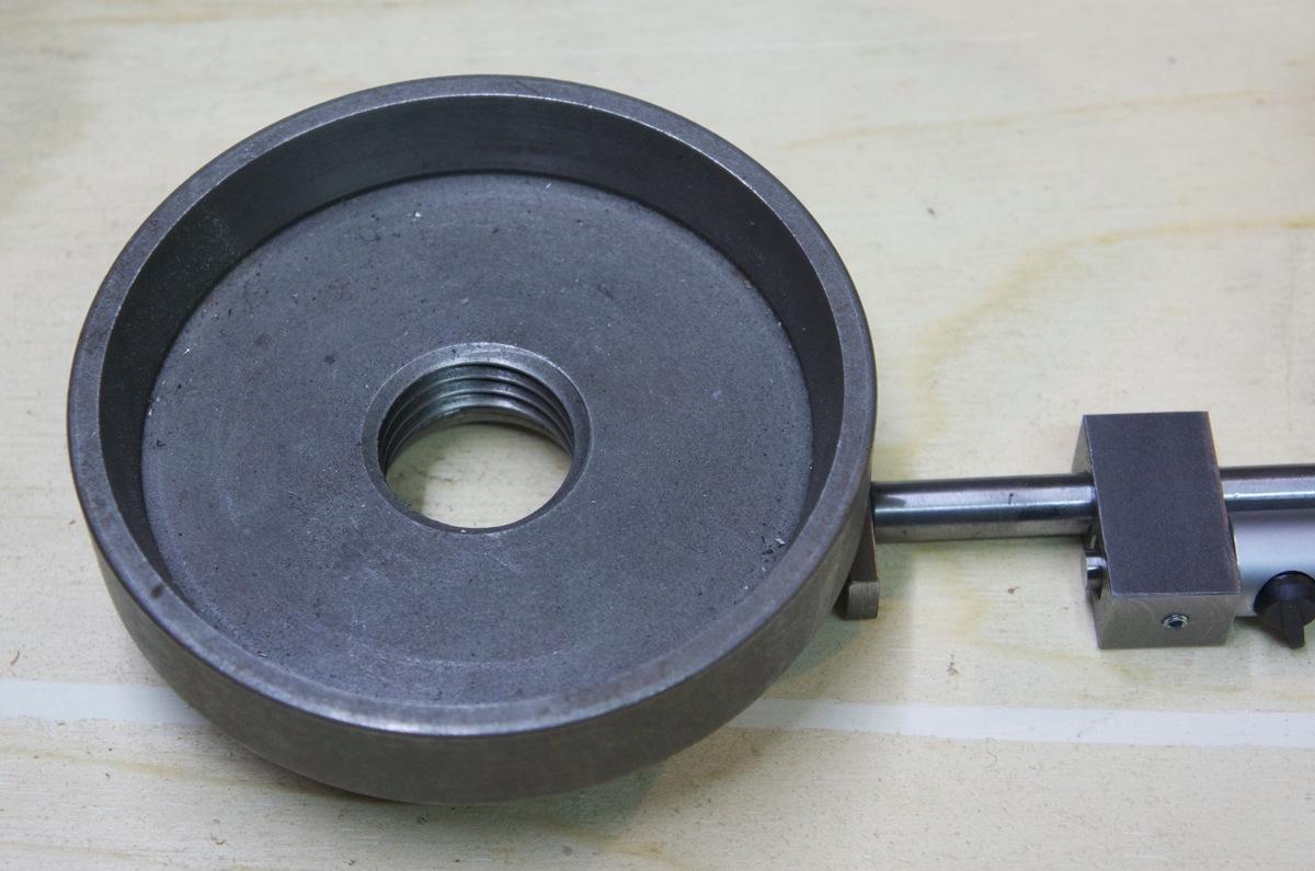 Outil pour mesurer l'épaisseur dans un trou… _dsc2521