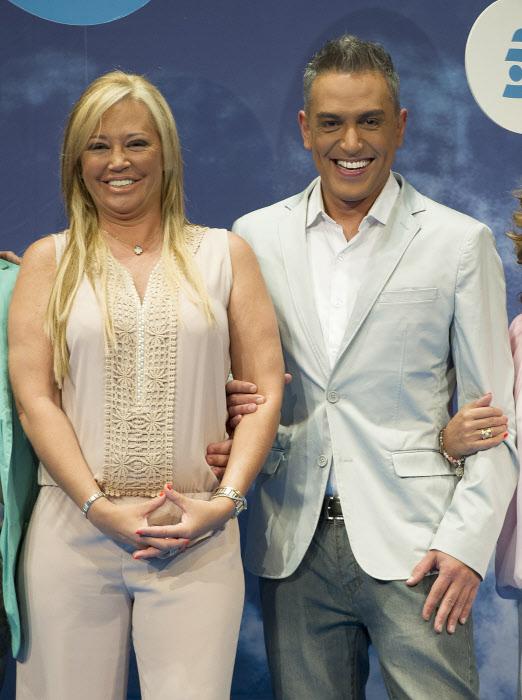¿Cuánto mide Kiko Hernández? - Altura Feliz-por-su-amiga_160d536e