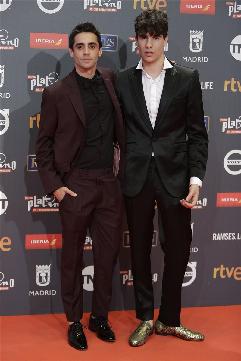 ¿Cuánto mide Javier Ambrossi? (Los Javis) - Altura Javier-calvo-y-javier-ambrossi_015db56c_800x1200