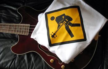 Onde encontro camisas p/ bassplayer T_Shirt