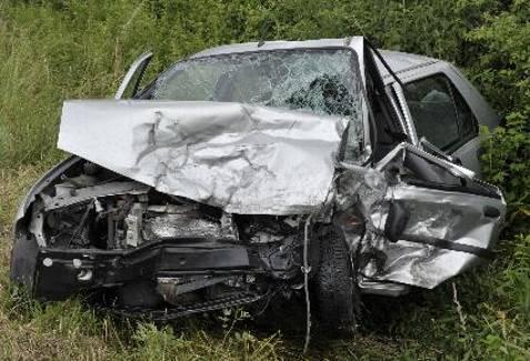 [AÏE !] Des photos qui font mal ! - Page 4 Accident-mortel-sur-rd137-route-de-cossaye-1mort-une-femme-d_596017