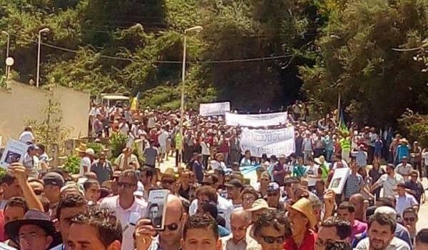 A Aokas, des milliers de citoyens ont marché un livre à la main ! 29 juillet 2017 20429959-1825780737734148-7491825010015030454-n-618216236_407334633
