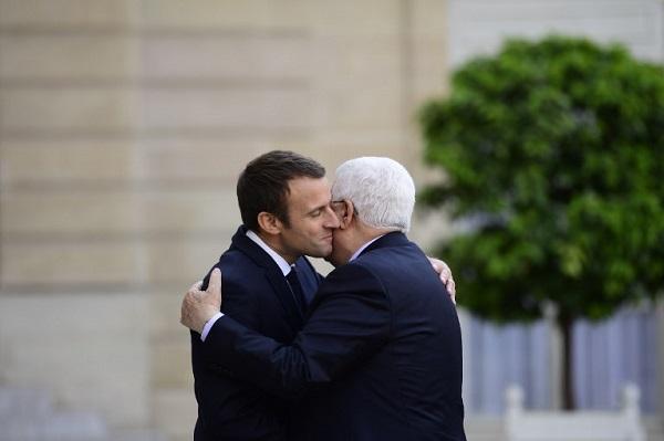 Macron 1er: la photo officielle - Page 3 MACRON-ABBAS-ELYSEE