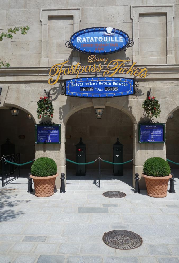 Nouveau logo du Château d'Eaureilles [Parc Walt Disney Studios] - Page 7 Ratatouille-the-adventure-place-de-remy-land-totalement-toqu%C3%A9e-de-remy-disneyland-paris-walt-disney-studios-review-5