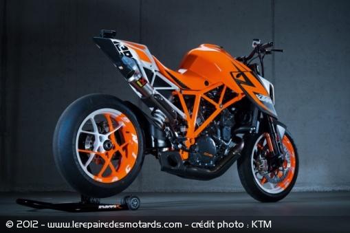 LC4 640 Racer... en 3D !!  Prototype-ktm-super-duke-1290-arriere