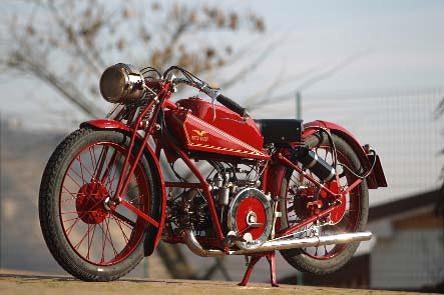La moto Guzzi V9 Bobber Motos-collection-vente-salon-retromobile-moto-guzzi_hd