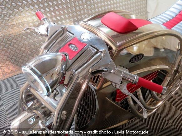 Levis V6 Cafe Racer Levis-v6-cafe-racer-commandes