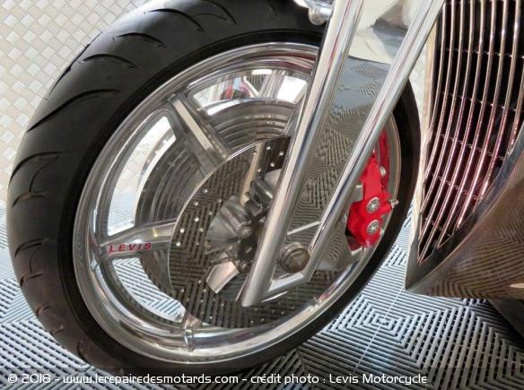 Levis V6 Cafe Racer Levis-v6-cafe-racer-freins