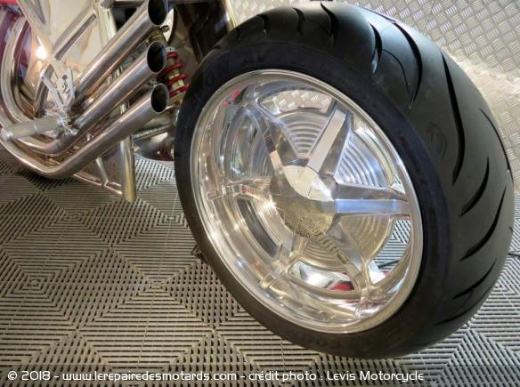 Levis V6 Cafe Racer Levis-v6-cafe-racer-roue-ar