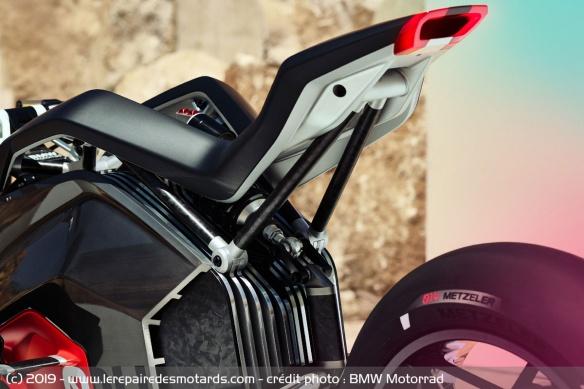 BMW Motorrad Vision DC Roadster Concept-bmw-motorrad-vision-dc-roadster-selle