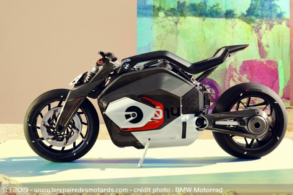 BMW Motorrad Vision DC Roadster Concept-bmw-motorrad-vision-dc-roadster-static