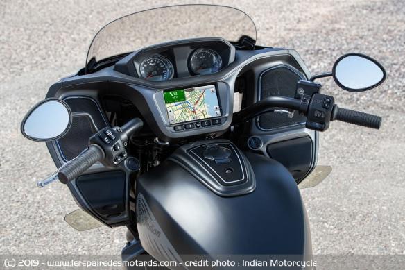 Nouveauté moto 2020 : Indian Challenger Moto-bagger-indian-challenger-dark-compteur