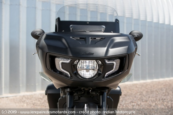 Nouveauté moto 2020 : Indian Challenger Moto-bagger-indian-challenger-dark-face