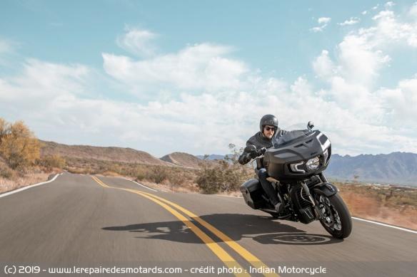 Nouveauté moto 2020 : Indian Challenger Moto-bagger-indian-challenger-dark-horse-route