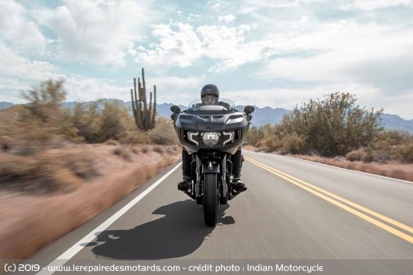 Nouveauté moto 2020 : Indian Challenger Moto-bagger-indian-challenger-dark-route-face