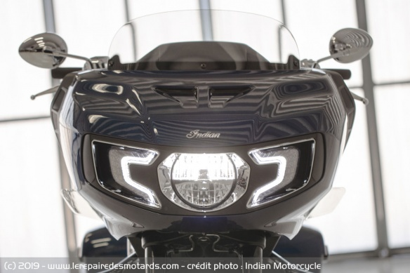 Nouveauté moto 2020 : Indian Challenger Moto-bagger-indian-challenger-limited-phare