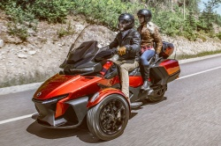 Nouveauté 3-roues : Can-Am Spyder RT Trois-roues-can-am-spyder-rt-route
