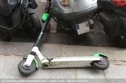 Les recharges sauvages des trottinettes électriques Paris-trottinettes-electriques-rechargement-essence