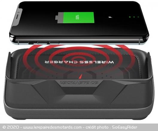 Chargeur sans fil SoEasyRider Chargeur-sans-fil-soeasyrider-smartphone