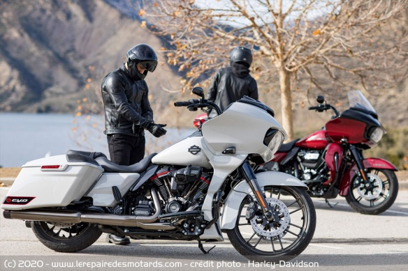 Harley-Davidson CVO Road Glide Harley-davidson-cvo-road-glide-statique-duo