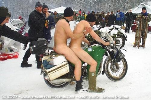 RETOUR DE LA NEIGE Neige-froid-equipement-motard_hd
