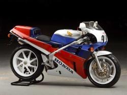 La Honda RC 30, sa vie, son œuvre Honda-rc-30-histoire