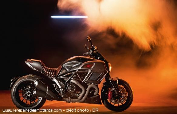 Le top 10 des motos Diesel Motos-diesel-ducati-diavel