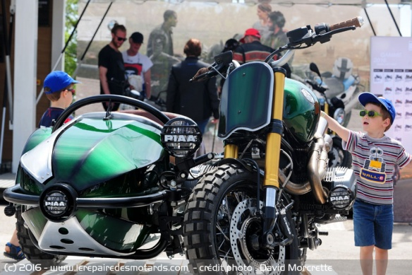 Rouler à moto avec un enfant Transport-enfant-moto-scooter