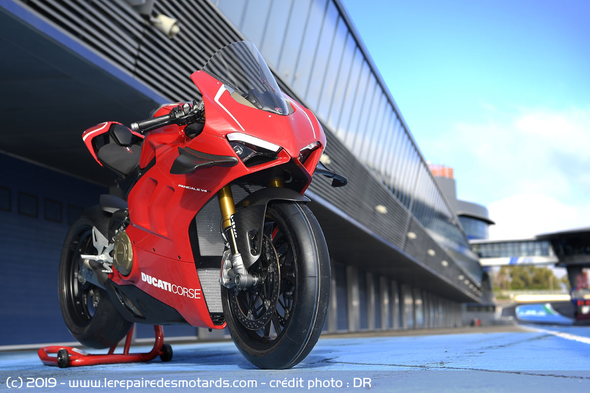 Ducati V4 Panigale - Page 15 Ducati-panigale-v4-r-statique_hd
