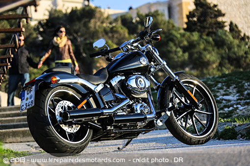 Passion : Moto - Page 3 Harley-davidson-softail-breakout-fxsb