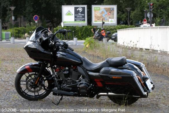Essai Harley-Davidson Road Glide CVO 117 dans Le Repaire Harley-davidson-road-glide-cvo-117-profil
