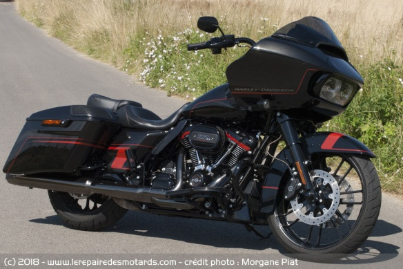 Essai Harley-Davidson Road Glide CVO 117 dans Le Repaire Harley-davidson-road-glide-cvo-117-statique