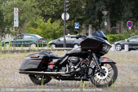 Essai Harley-Davidson Road Glide CVO 117 dans Le Repaire Harley-davidson-road-glide-cvo-profil