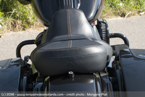 Essai Harley-Davidson Road Glide CVO 117 dans Le Repaire Selle-harley-davidson-road-glide-cvo-117