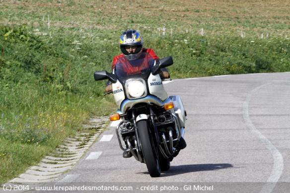 La Honda 1000 CBX a 40 ans Honda-cbx-1000-b-route
