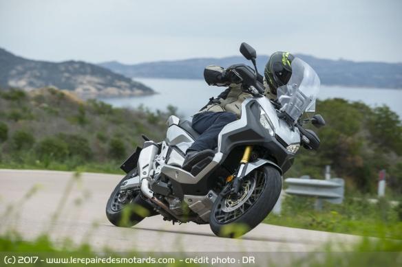 Integra X-ADV un Scoot- Trail Honda très attachant - Page 5 Honda-x-adv-virage