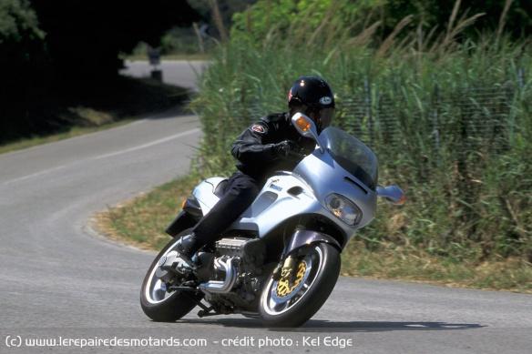 Essai moto Morbidelli 850 V8 Morbidelli-v8-850-route-face