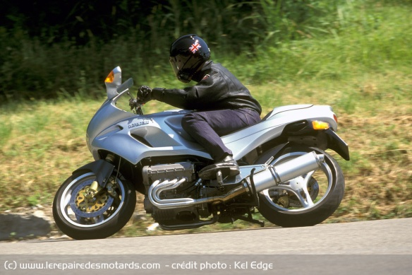 Essai moto Morbidelli 850 V8 Morbidelli-v8-850-route-gauche