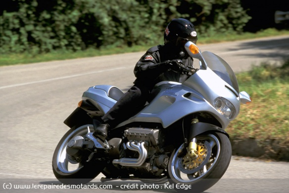 Essai moto Morbidelli 850 V8 Morbidelli-v8-850-route-virage