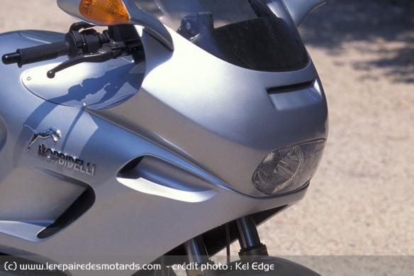 Essai moto Morbidelli 850 V8 Phare-avant-morbidelli-v8-850