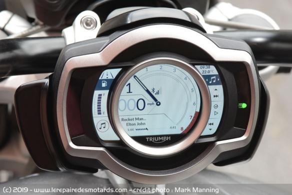 Essai comparatif motos Triumph Rocket 3 R et GT Compteur-triumph-rocket-3-r-gt