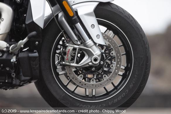 Essai comparatif motos Triumph Rocket 3 R et GT Frein-triumph-rocket-3-gt