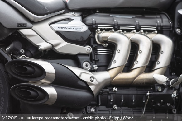Essai comparatif motos Triumph Rocket 3 R et GT Moteur-triumph-rocket-3-r-gt