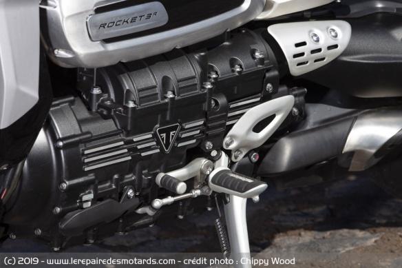 Essai comparatif motos Triumph Rocket 3 R et GT Selecteur-triumph-rocket-3-r